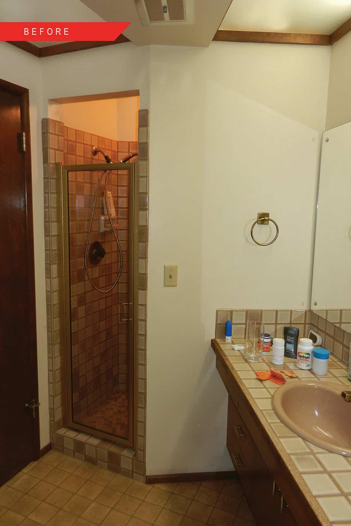 midcentury-bathroom-before-remodel