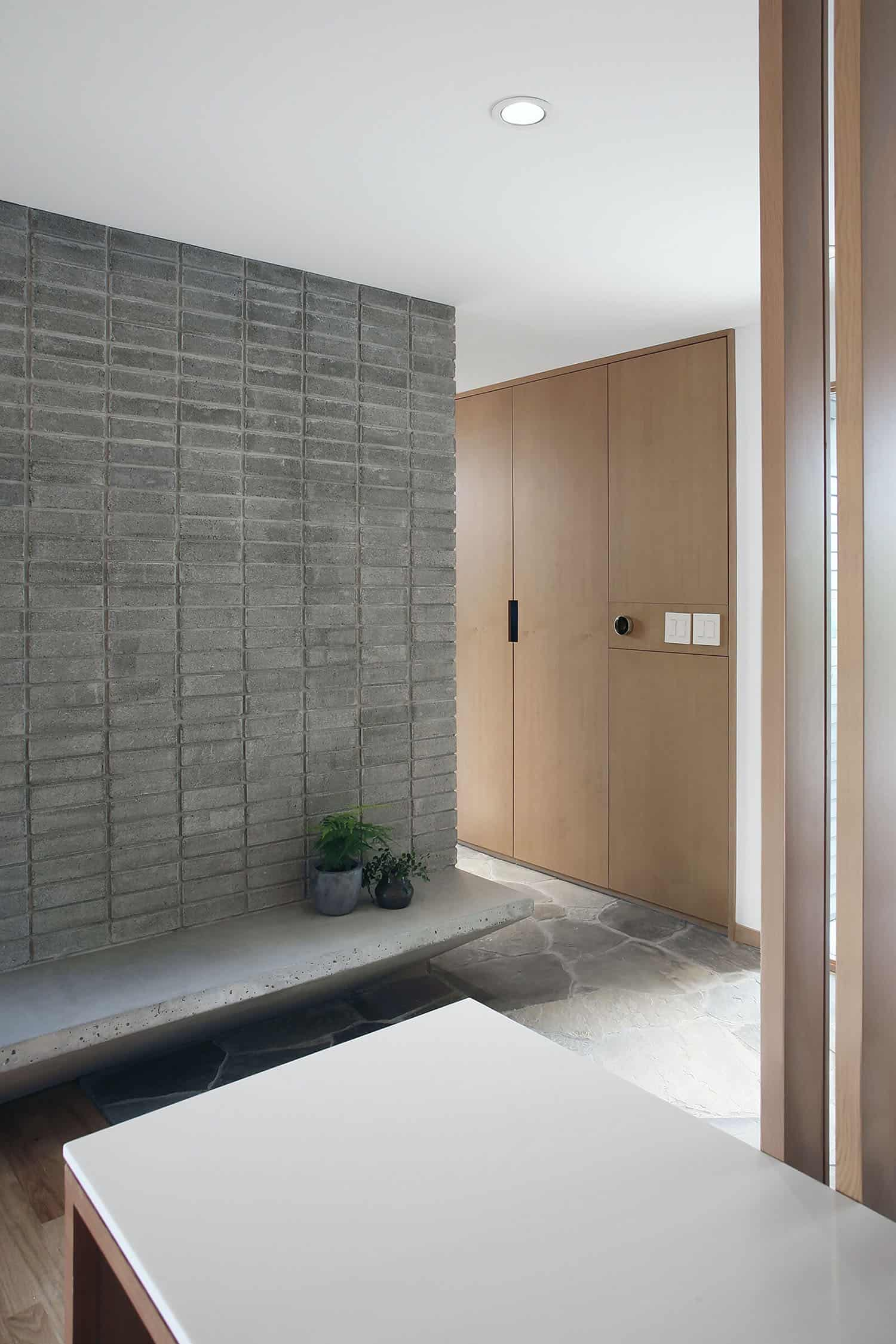 midcentury-home-entry