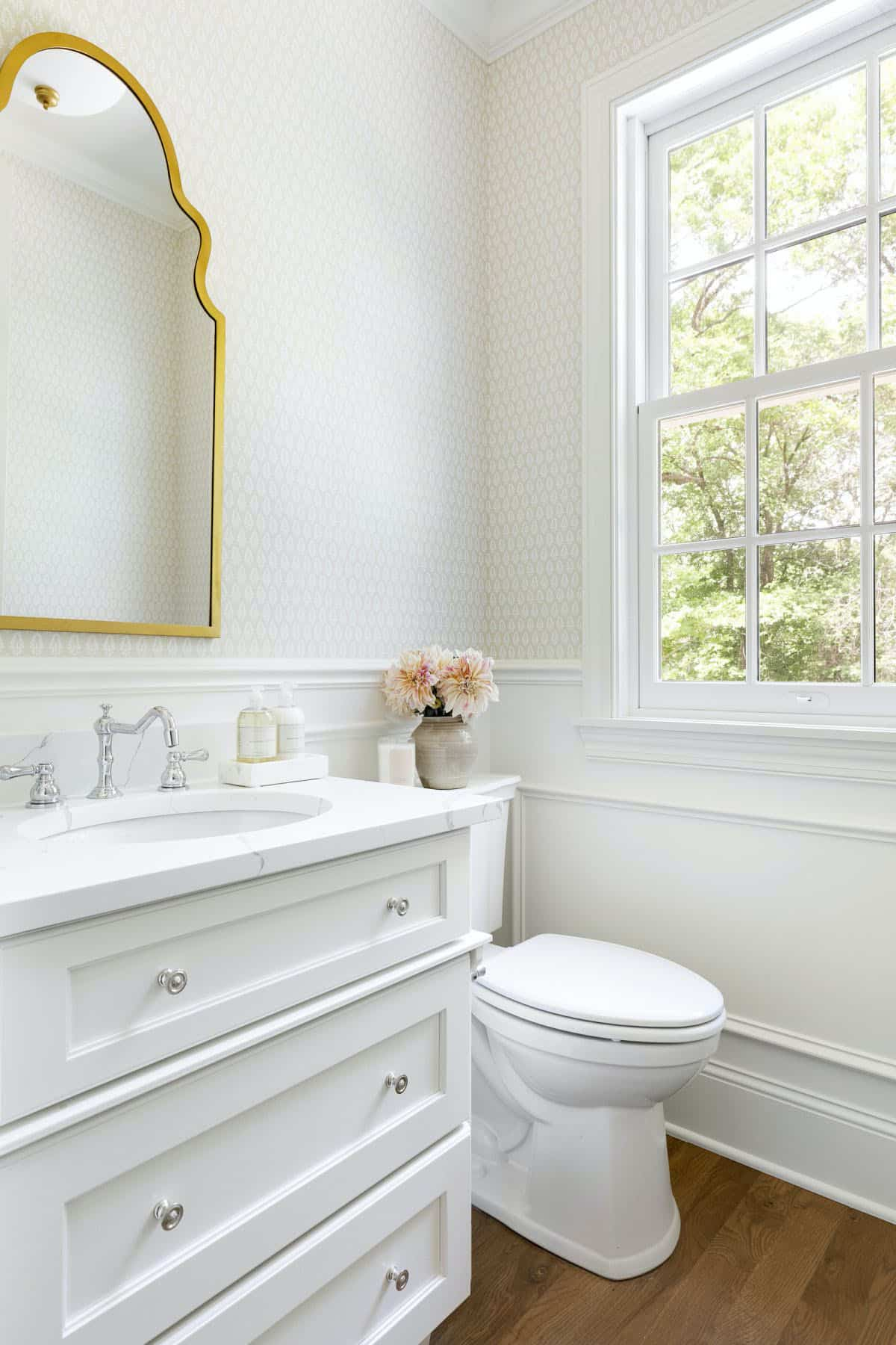 cottage-style-bathroom