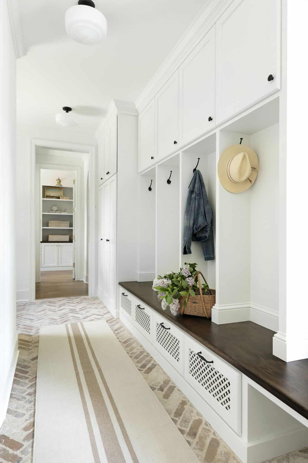 cottage-style-mudroom