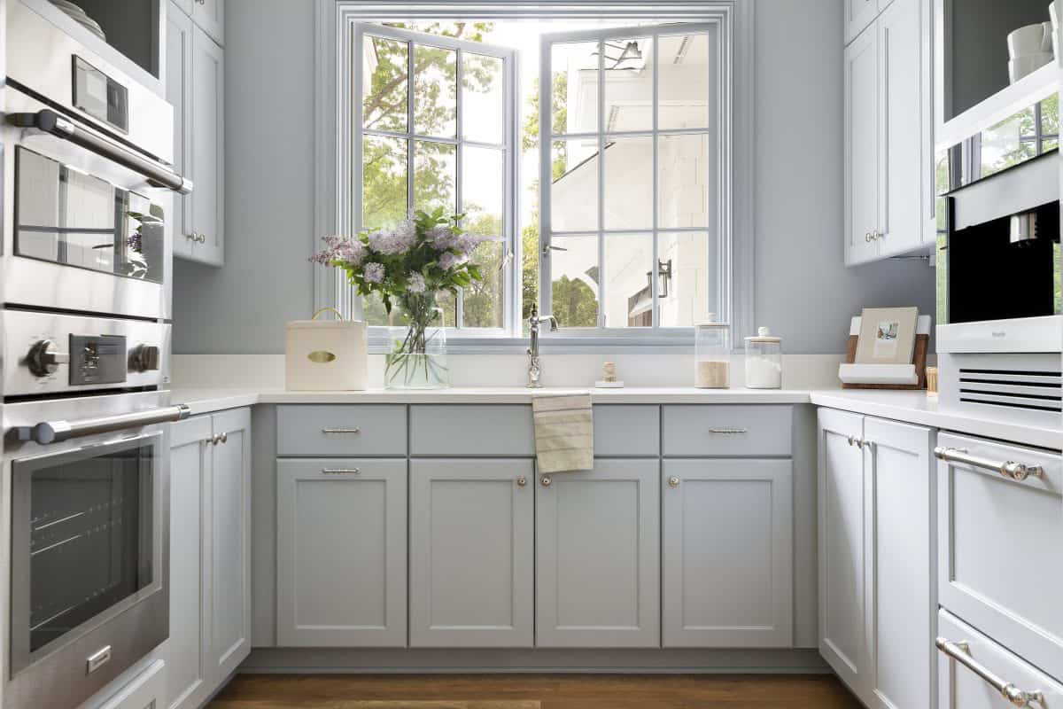cottage-style-kitchen-butlers-pantry