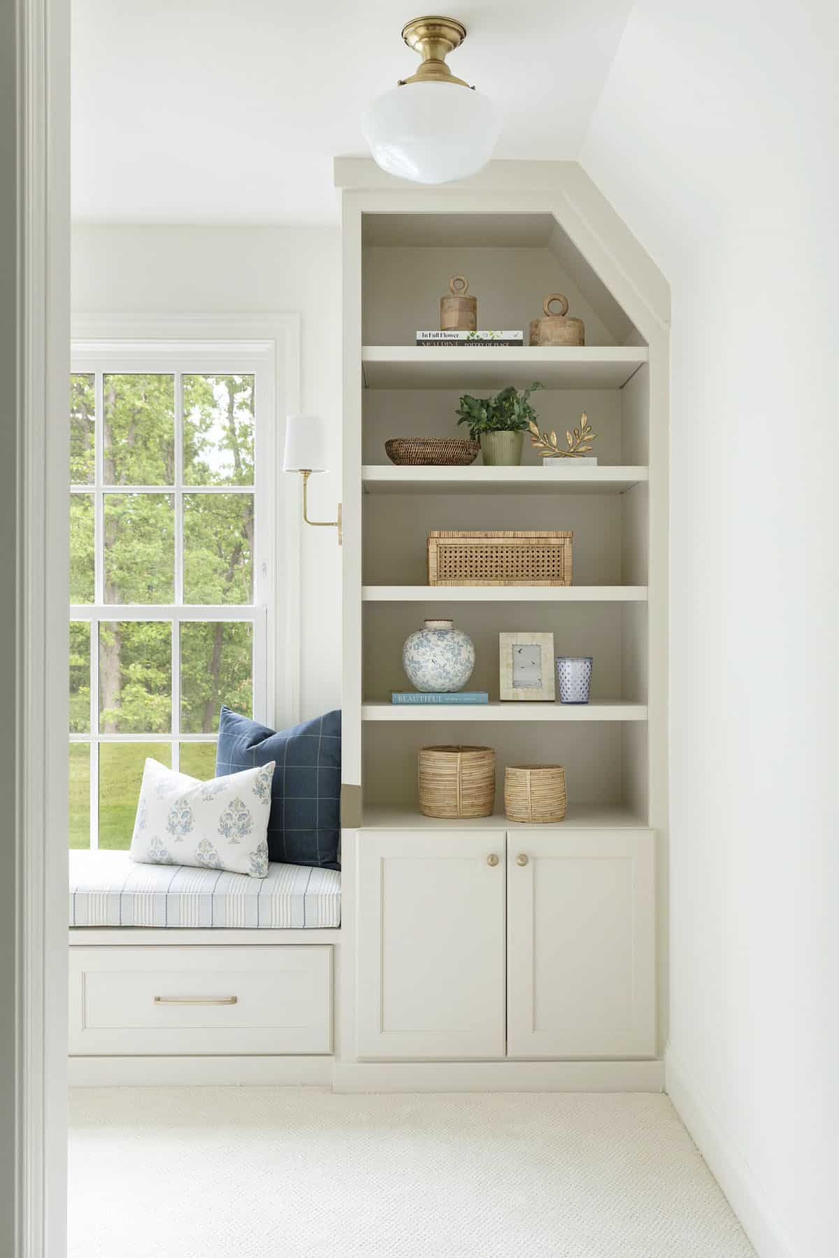 cottage-style-window-seat