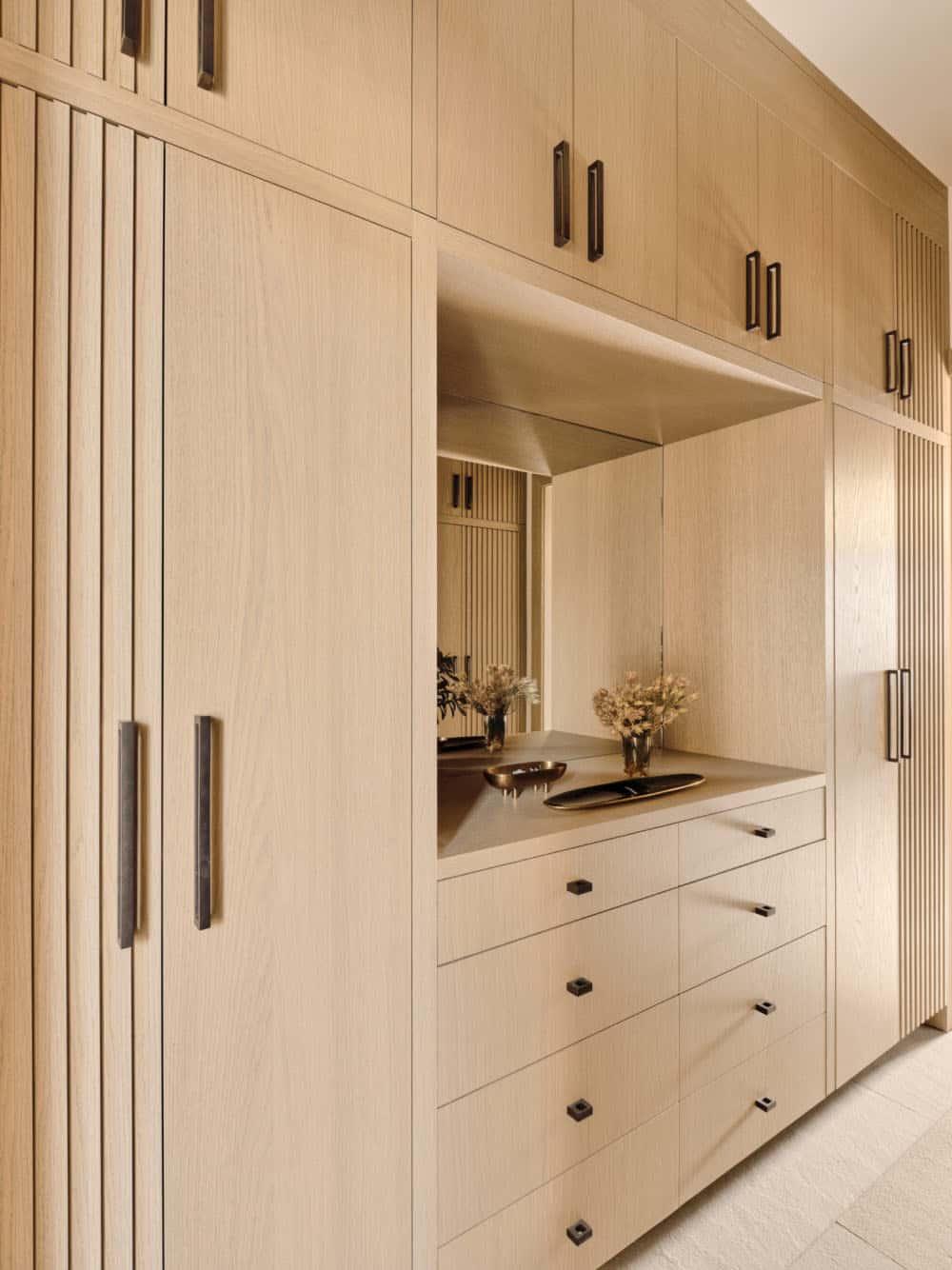 modern-beach-house-closet