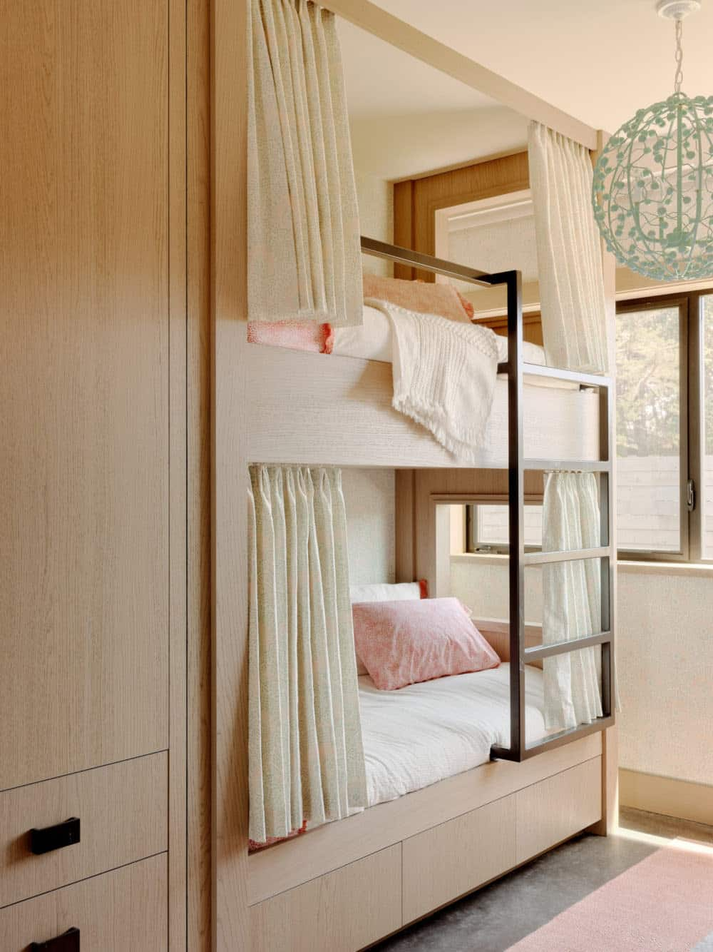 modern-beach-house-kids-bunk-bedroom
