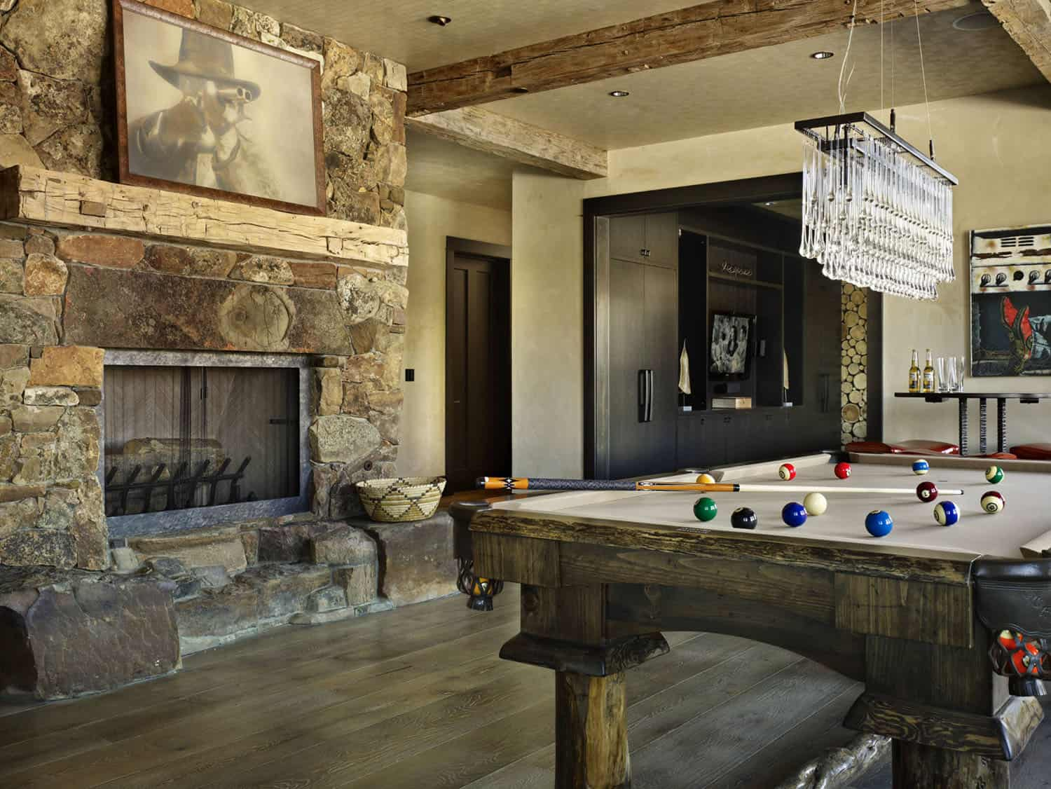 ranch-rustic-family-room
