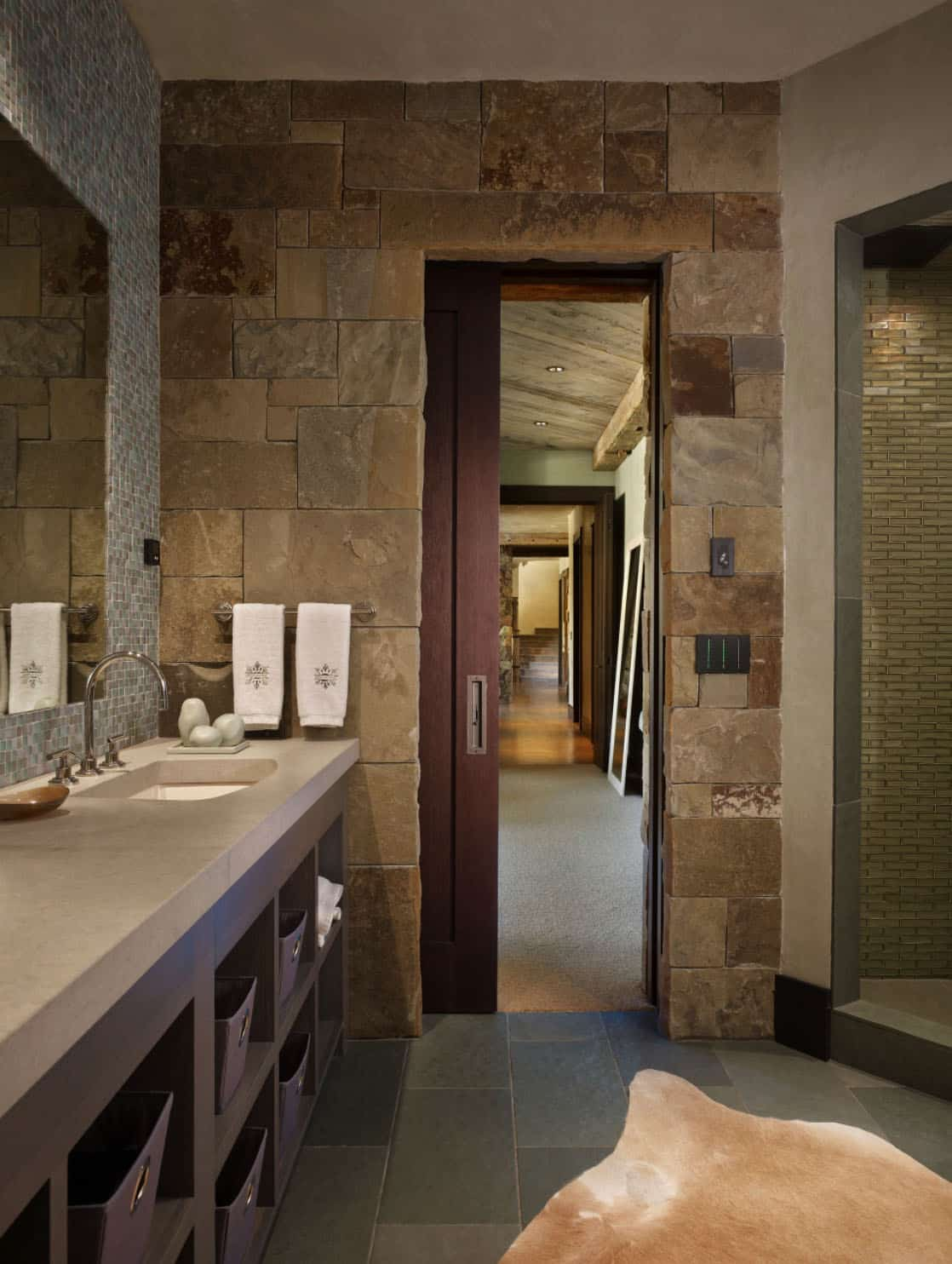 rustic-ranch-bathroom
