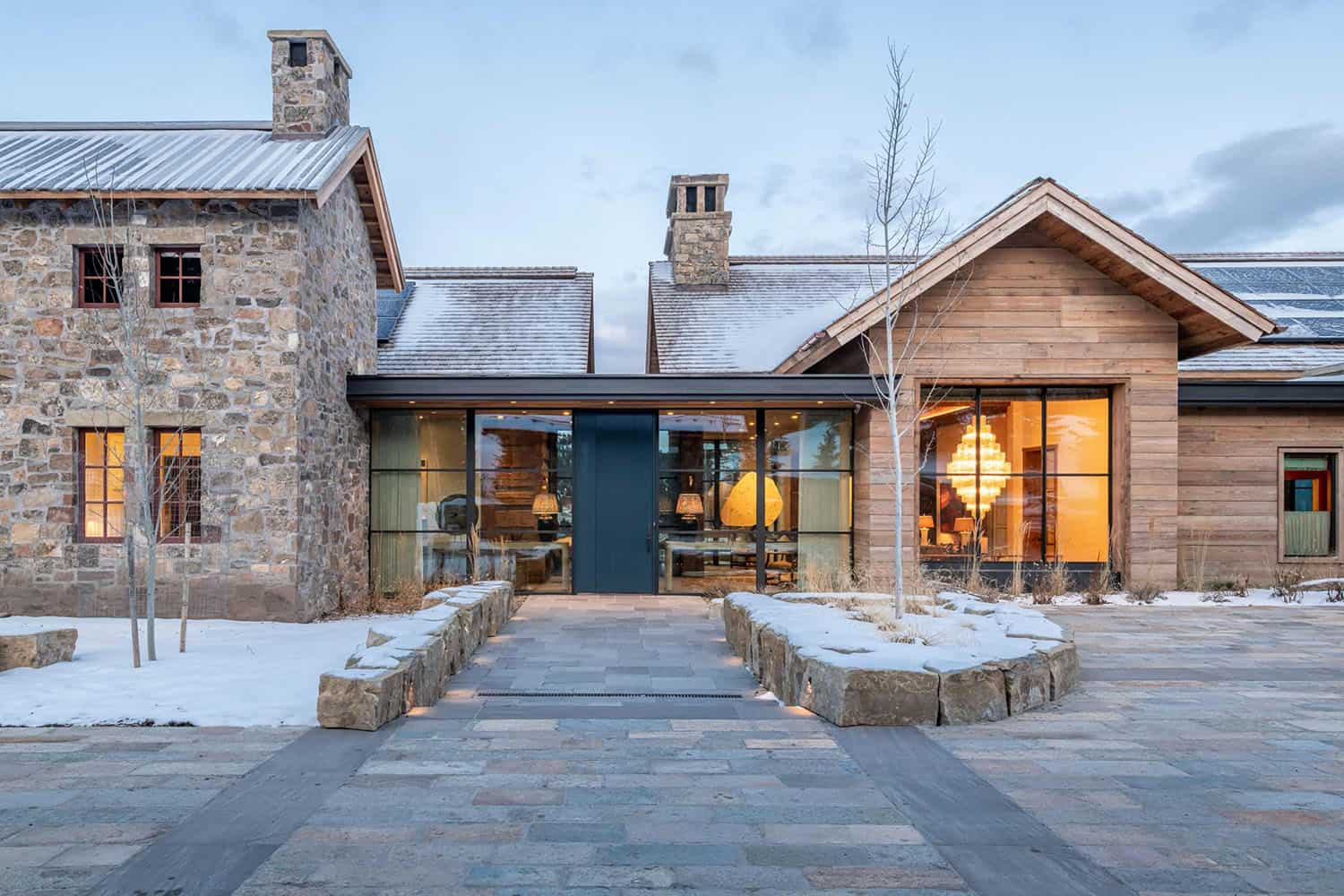 Modern ski house in Montana provides a fabulous winter getaway