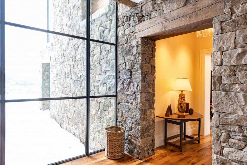modern-ski-house-hall