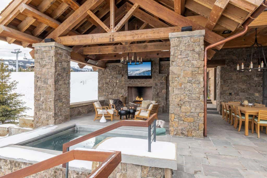 modern-ski-house-outdoor-living-hot-tub