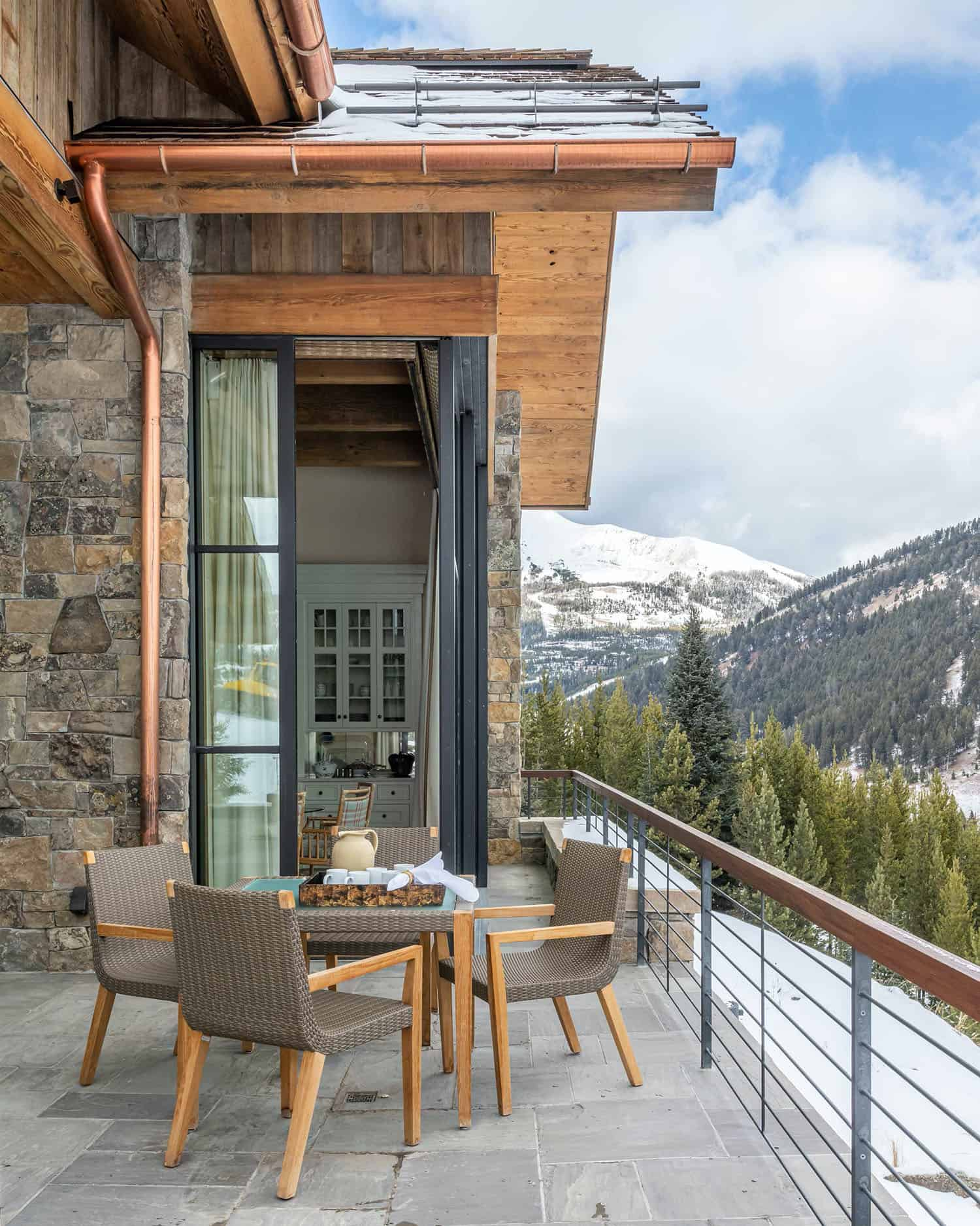 modern-ski-house-outdoor-living