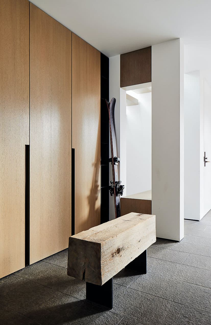 modern-ski-house-retreat-mudroom
