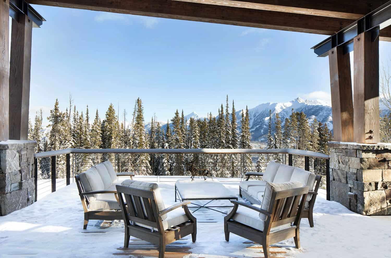 mountain-modern-ski-house-exterior-patio