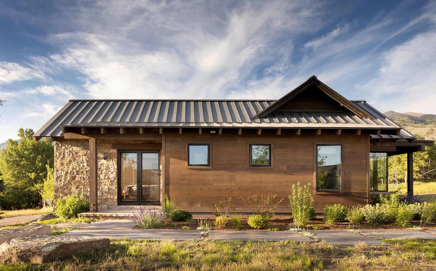 mountain-ranch-house-exterior