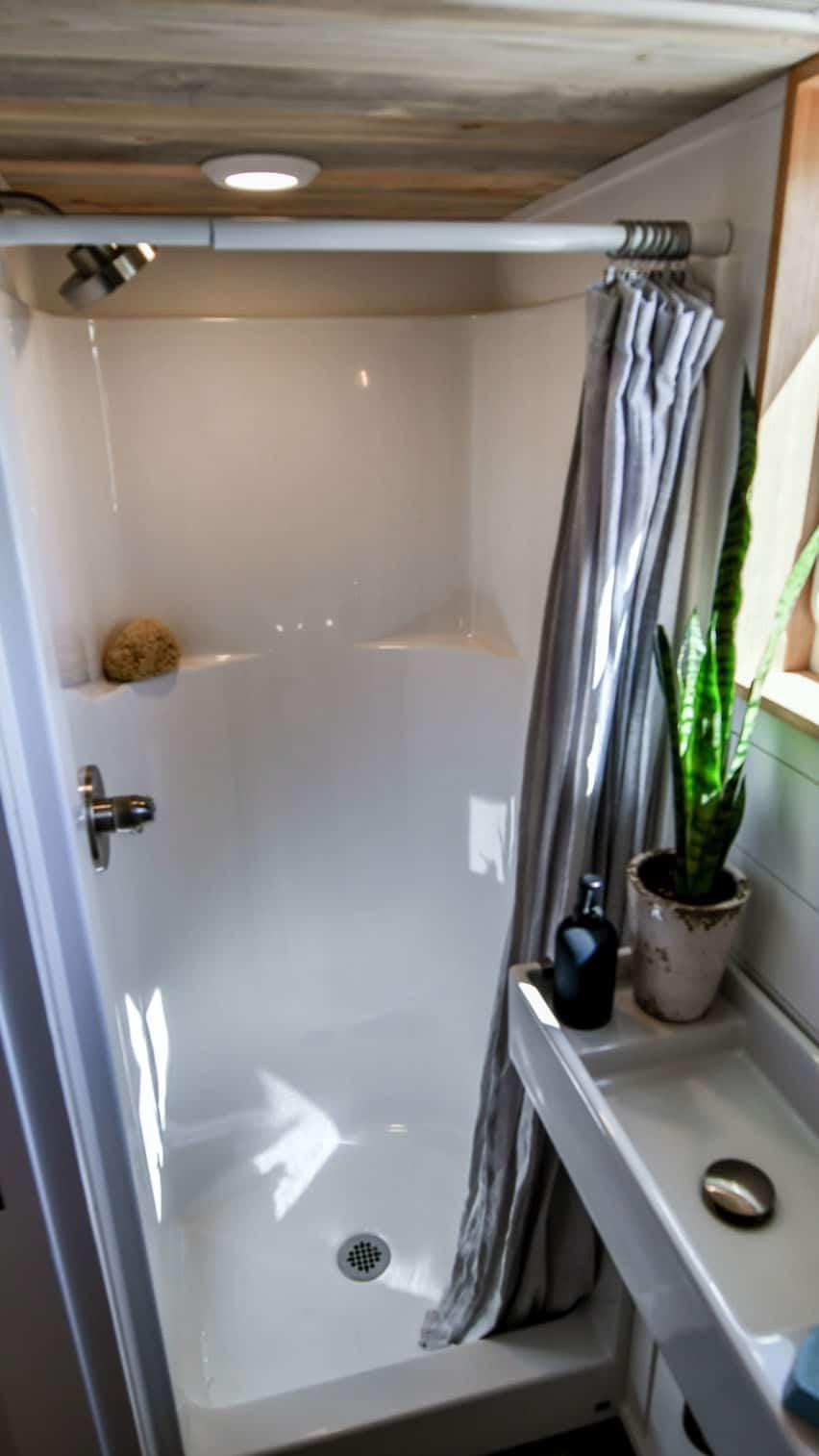 off-grid-tiny-home-farmhouse-bathroom