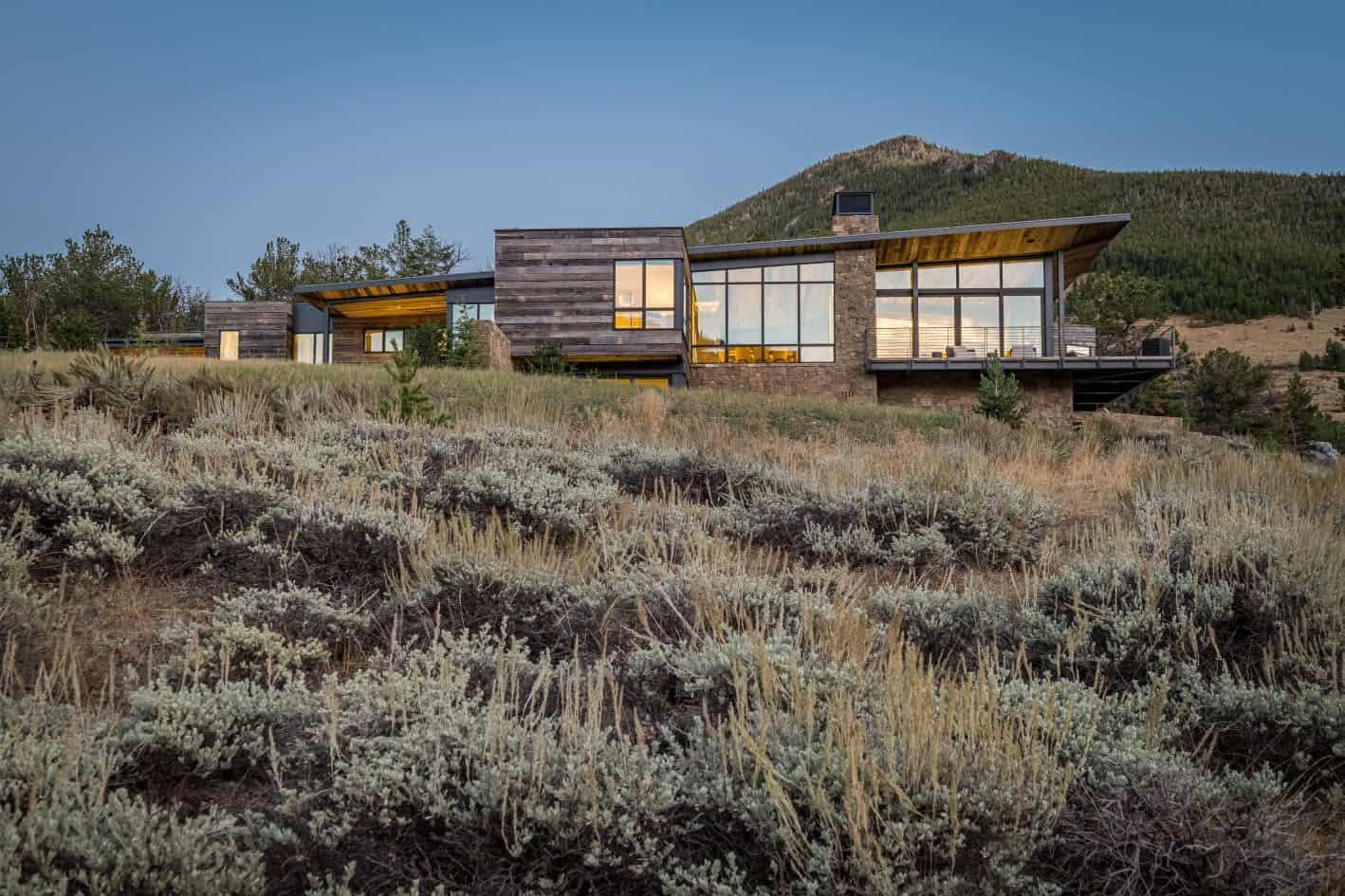 rustic-modern-mountain-home-exterior