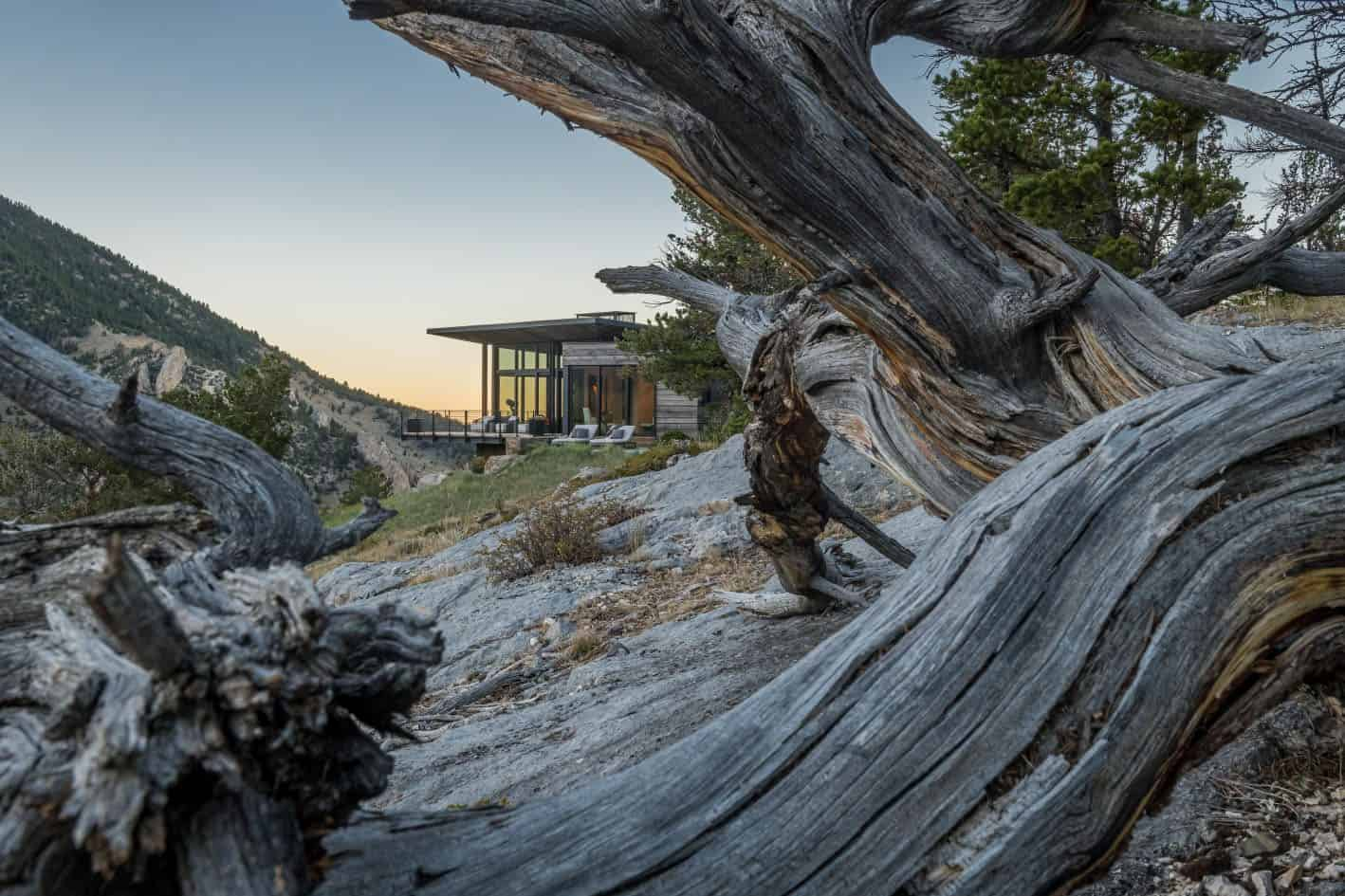 rustic-modern-mountain-home-landscape
