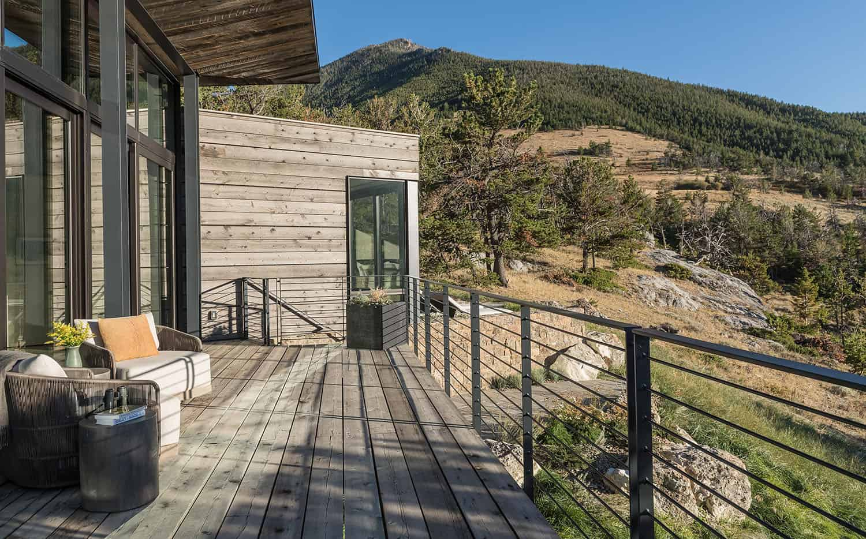 rustic-modern-mountain-home-balcony