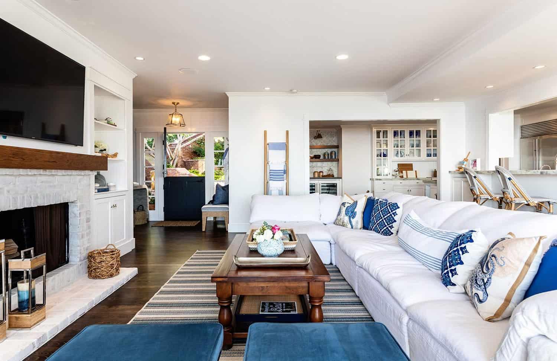 traditional-coastal-living-room