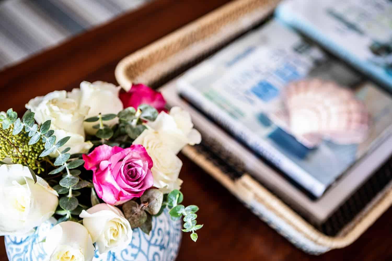 traditional-coastal-living-room-coffee-table-detail