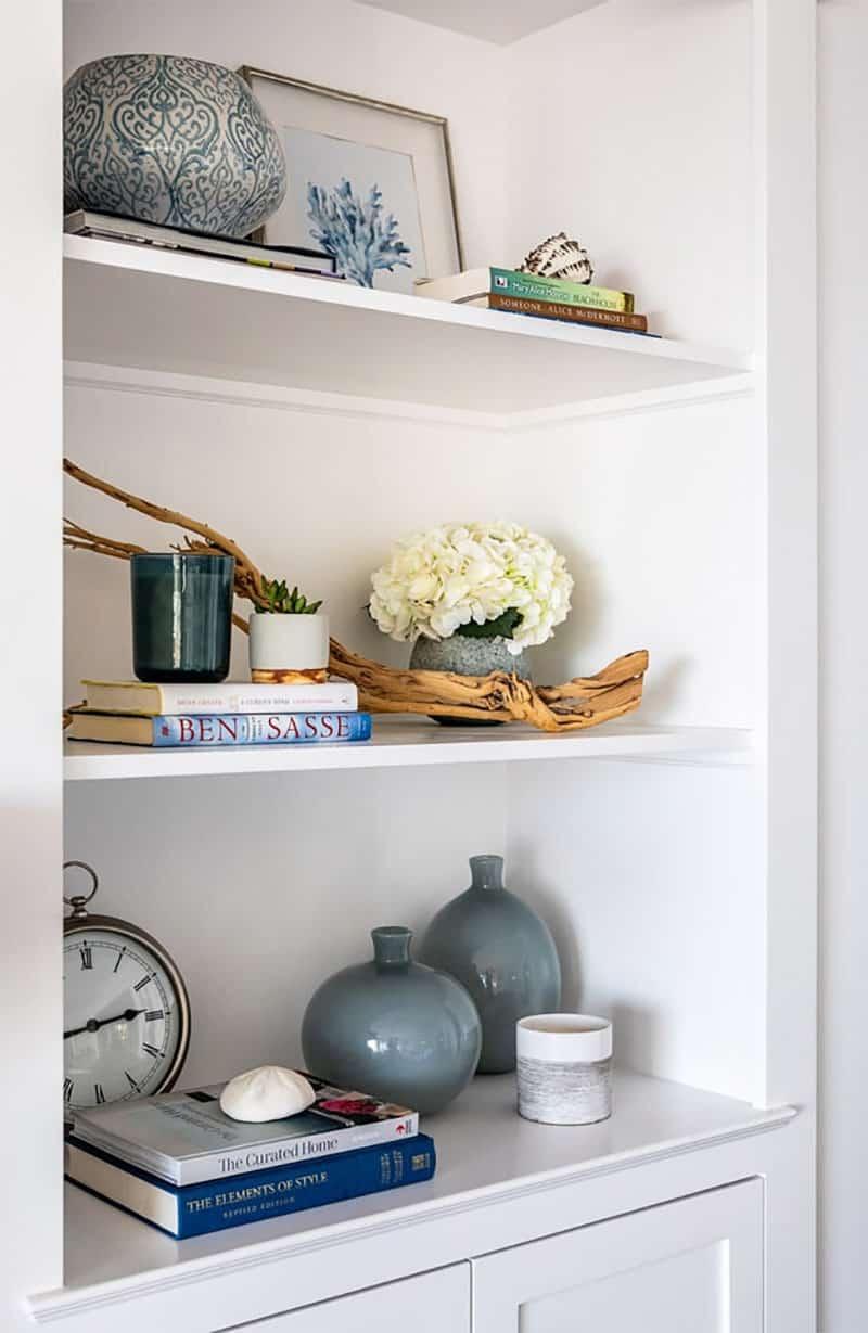 traditional-coastal-living-room-wall-shelf