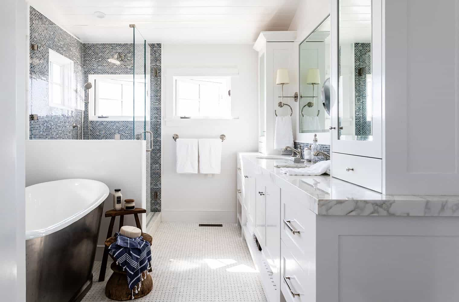 traditional-coastal-bathroom