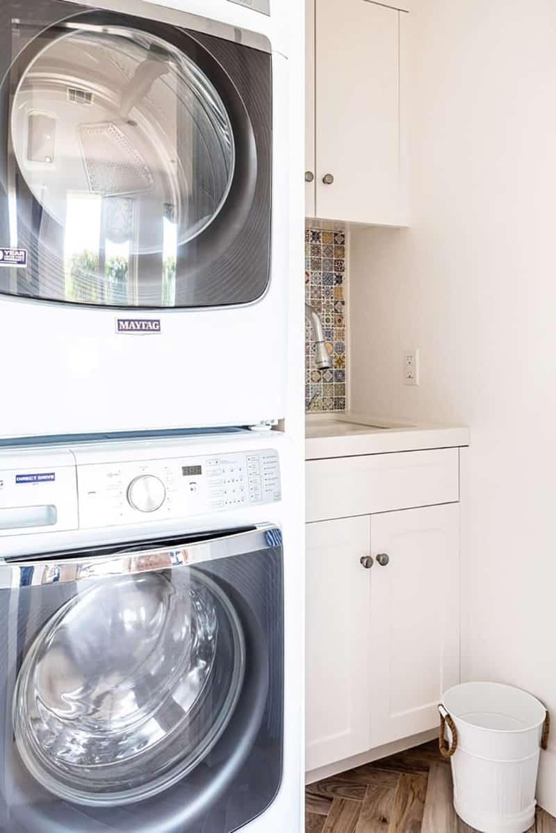 traditional-coastal-laundry-room