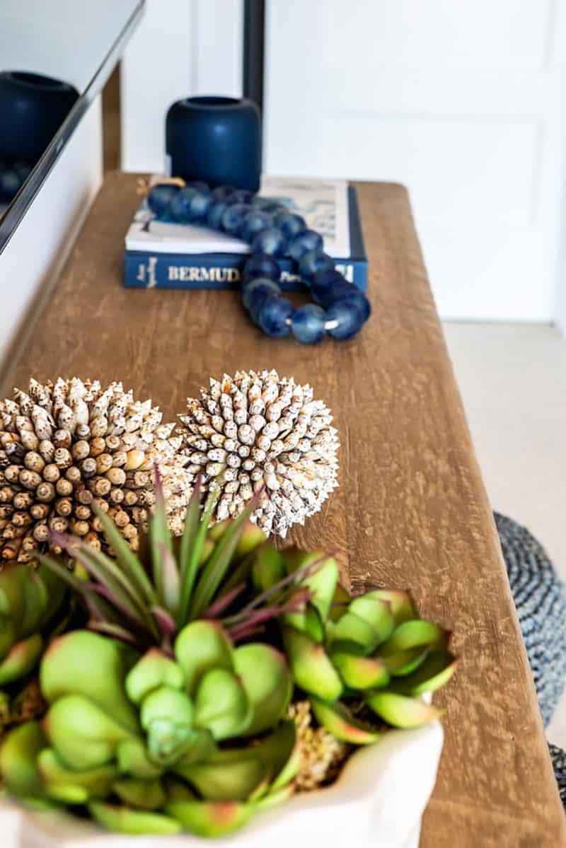 traditional-coastal-family-room-console-table-detail