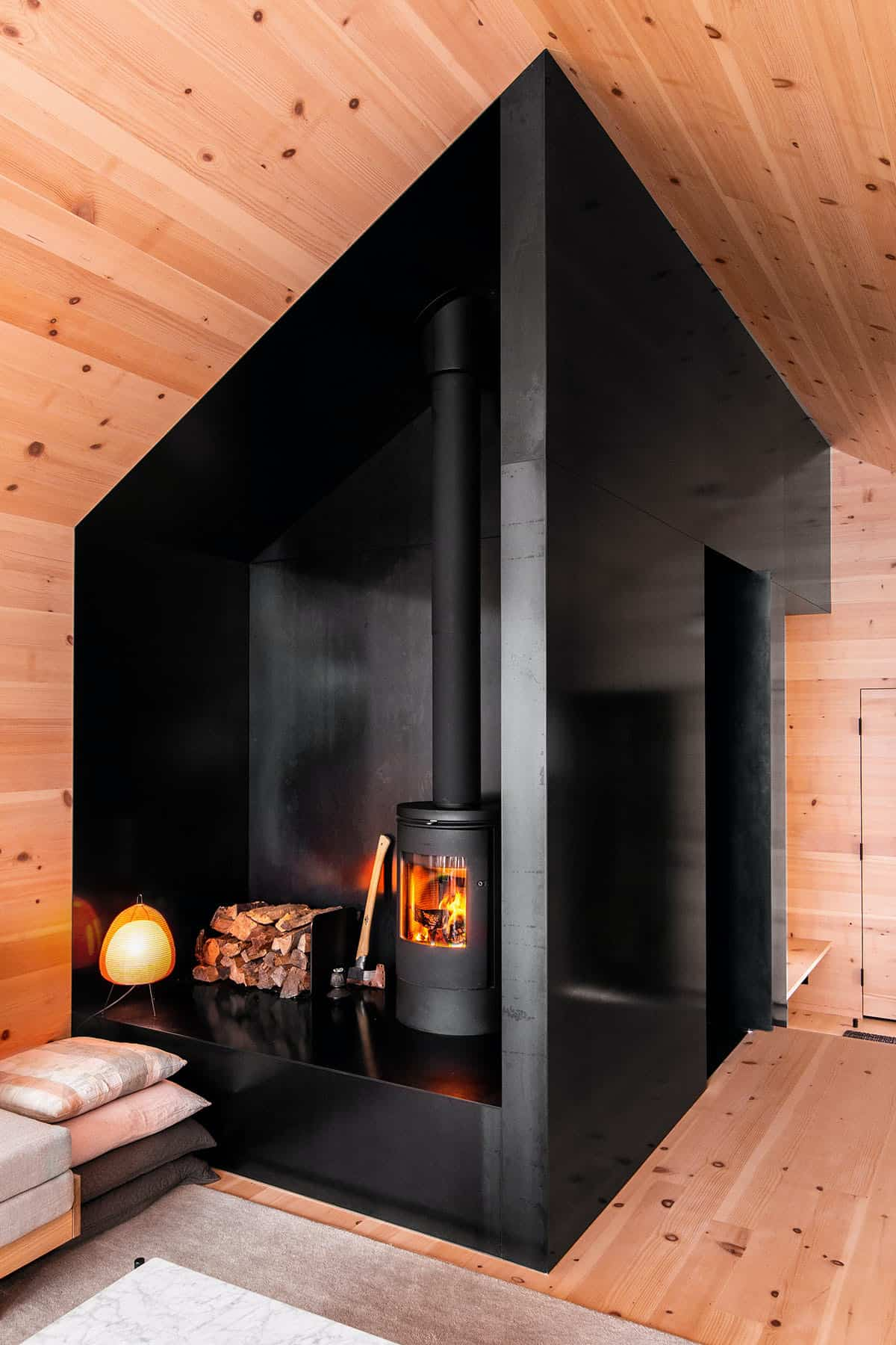 guest-cabin-living-room-fireplace