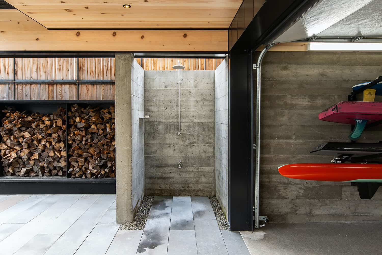 guest-cabin-outdoor-shower