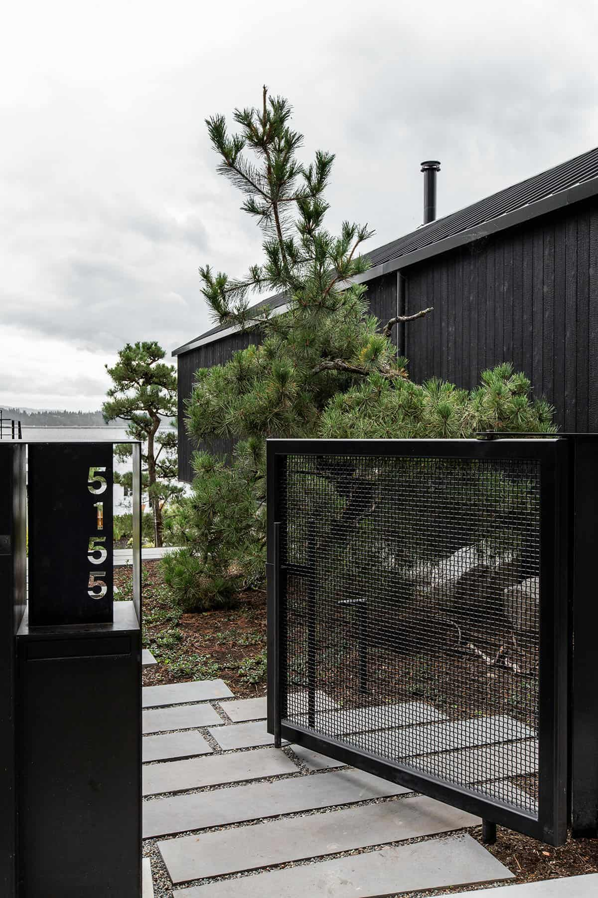 guest-cabin-exterior-gate