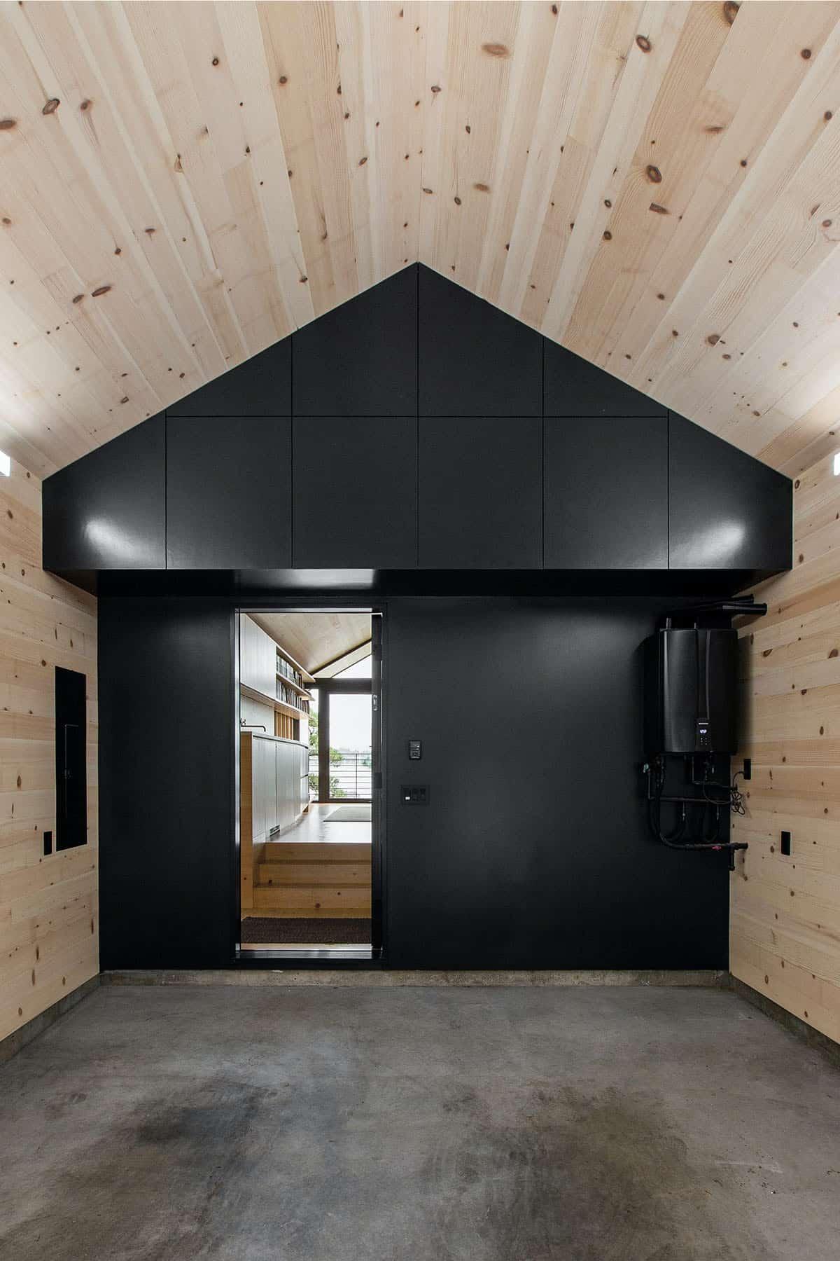 guest-cabin-garage
