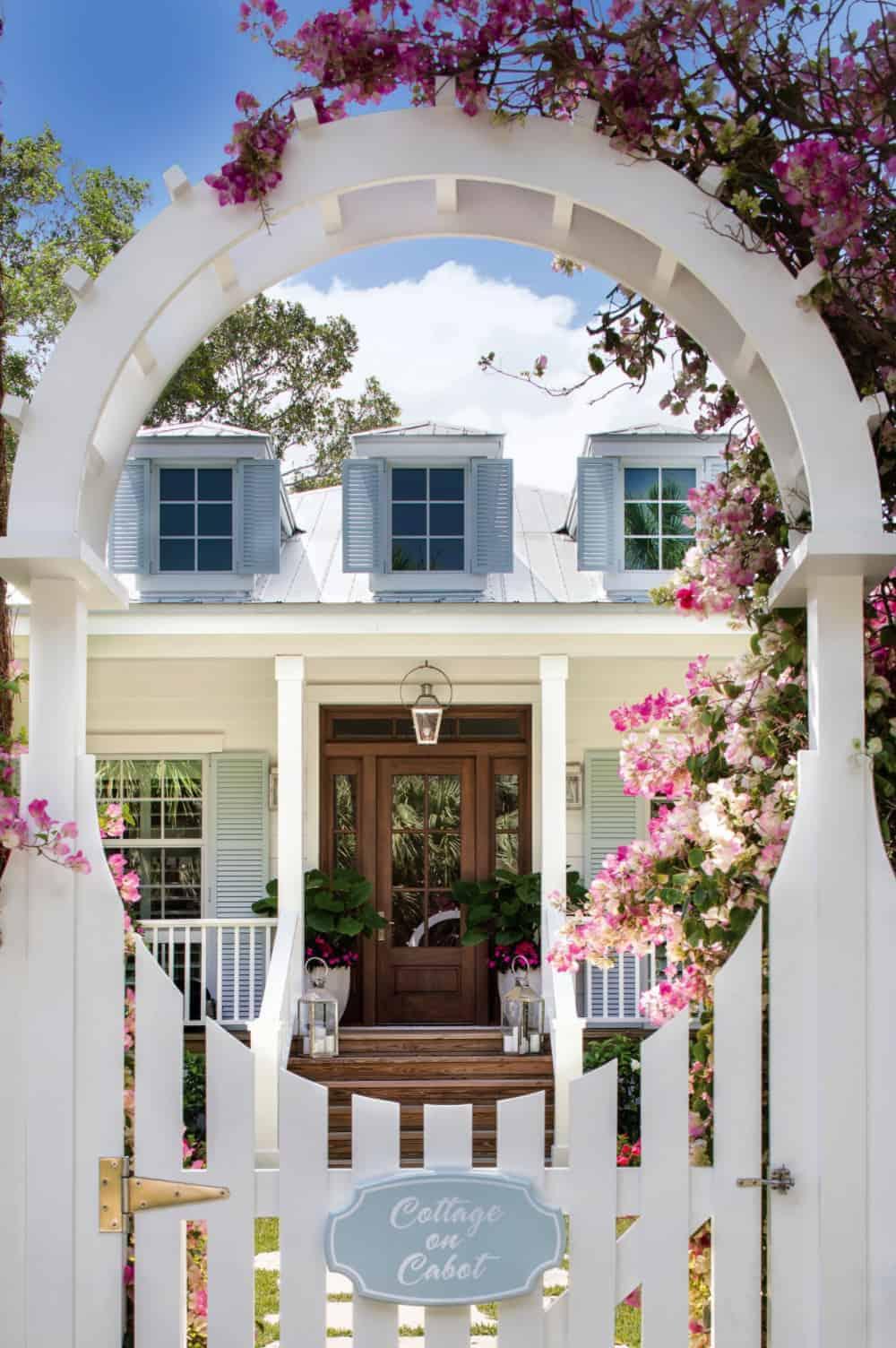 seaside-cottage-exterior-gate-entry