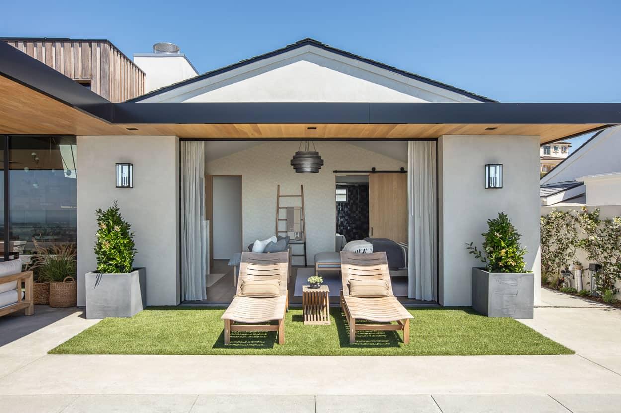 beach-house-backyard