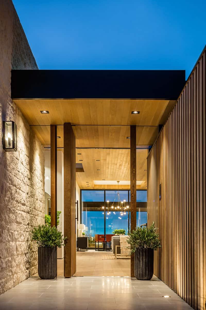 beach-house-entryway
