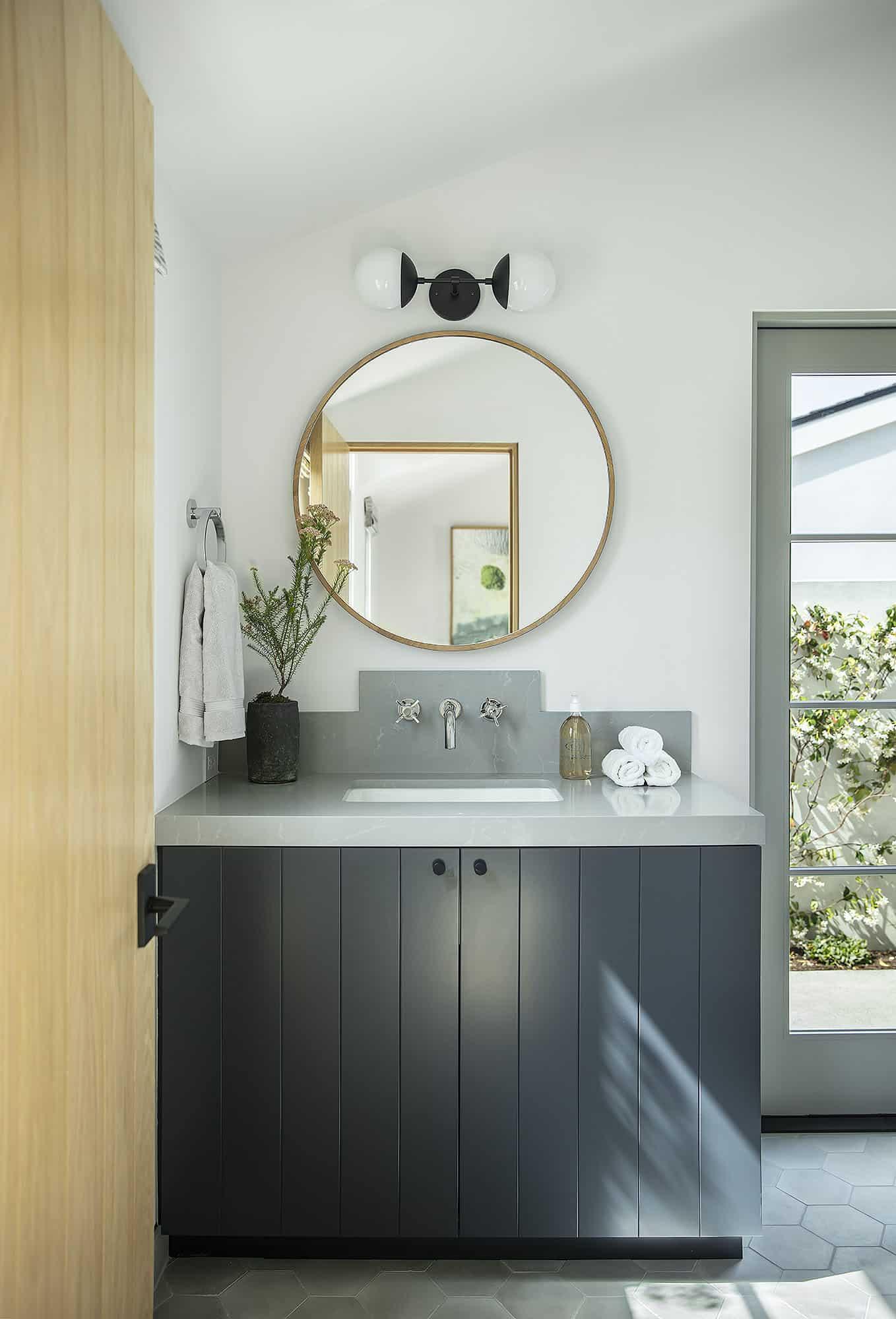 coastal-contemporary-bathroom