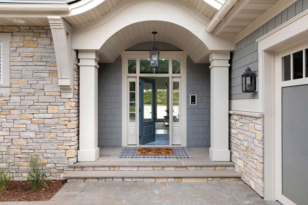 coastal-inspired-home-entry