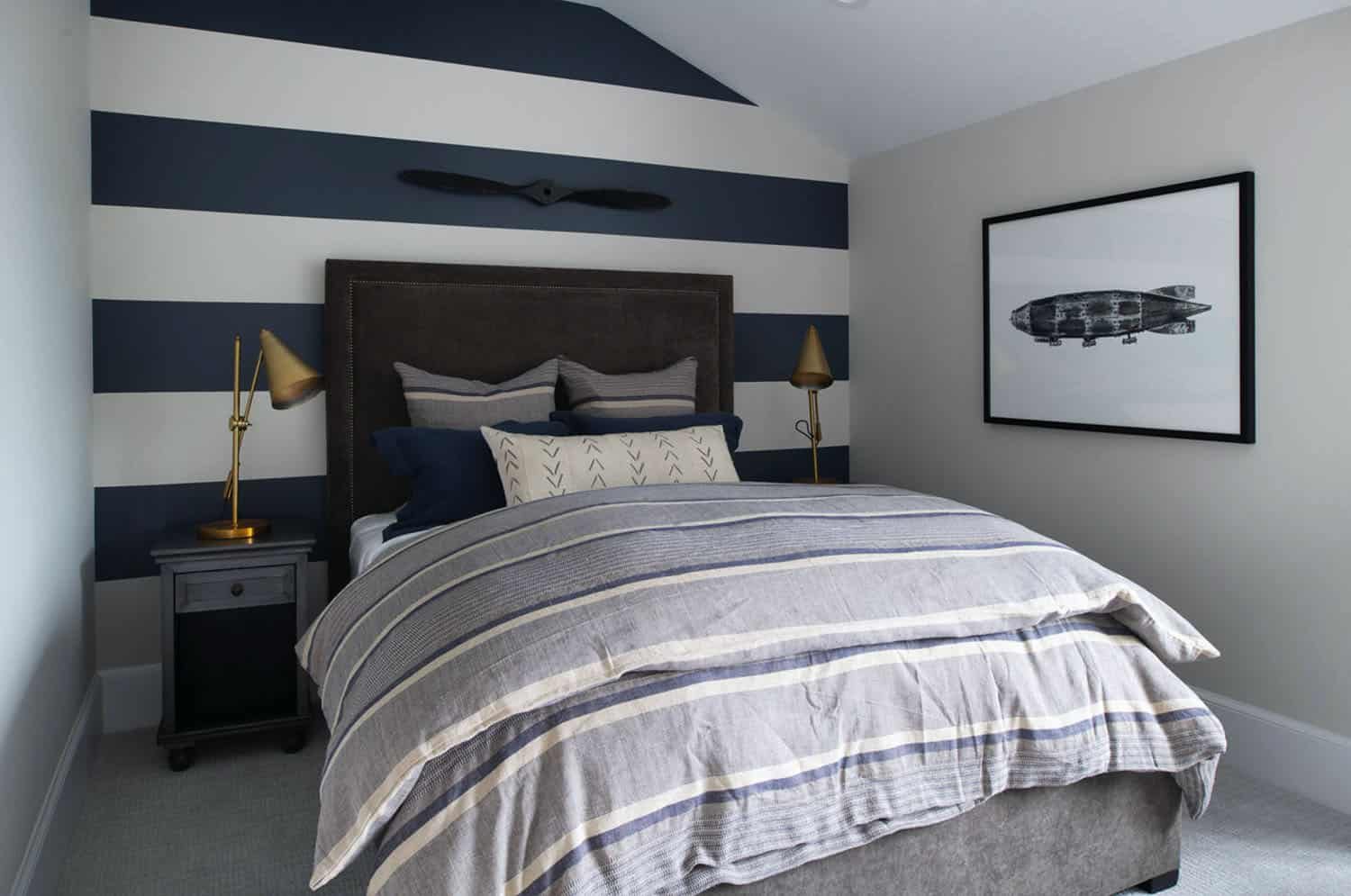 coastal-lake-home-bedroom