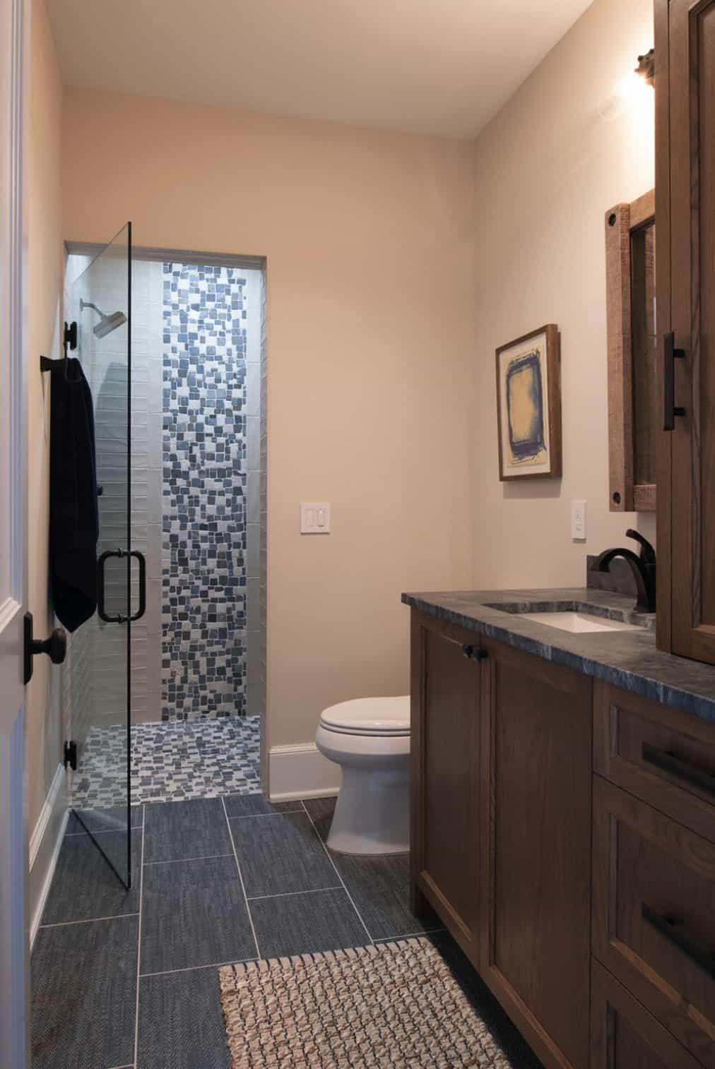 coastal-lake-home-bathroom