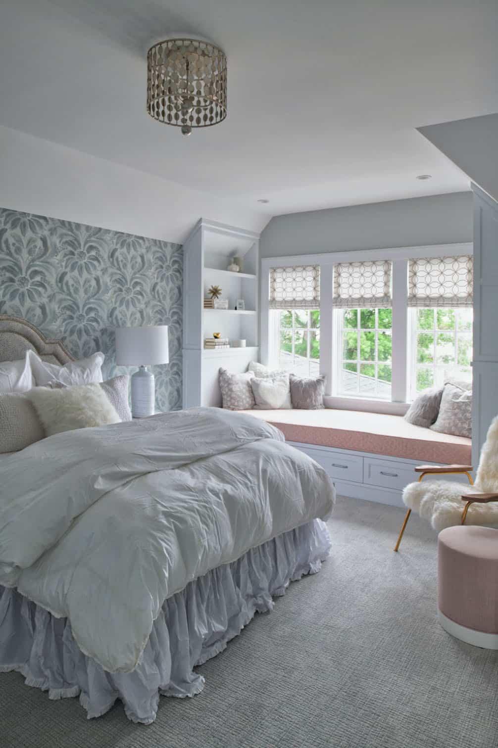 coastal-lake-home-bedroom