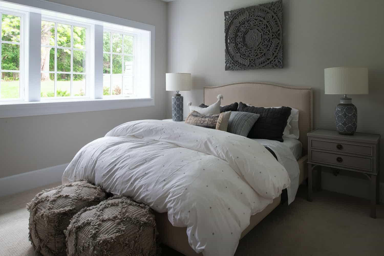 beach-style-basement-guest-bedroom