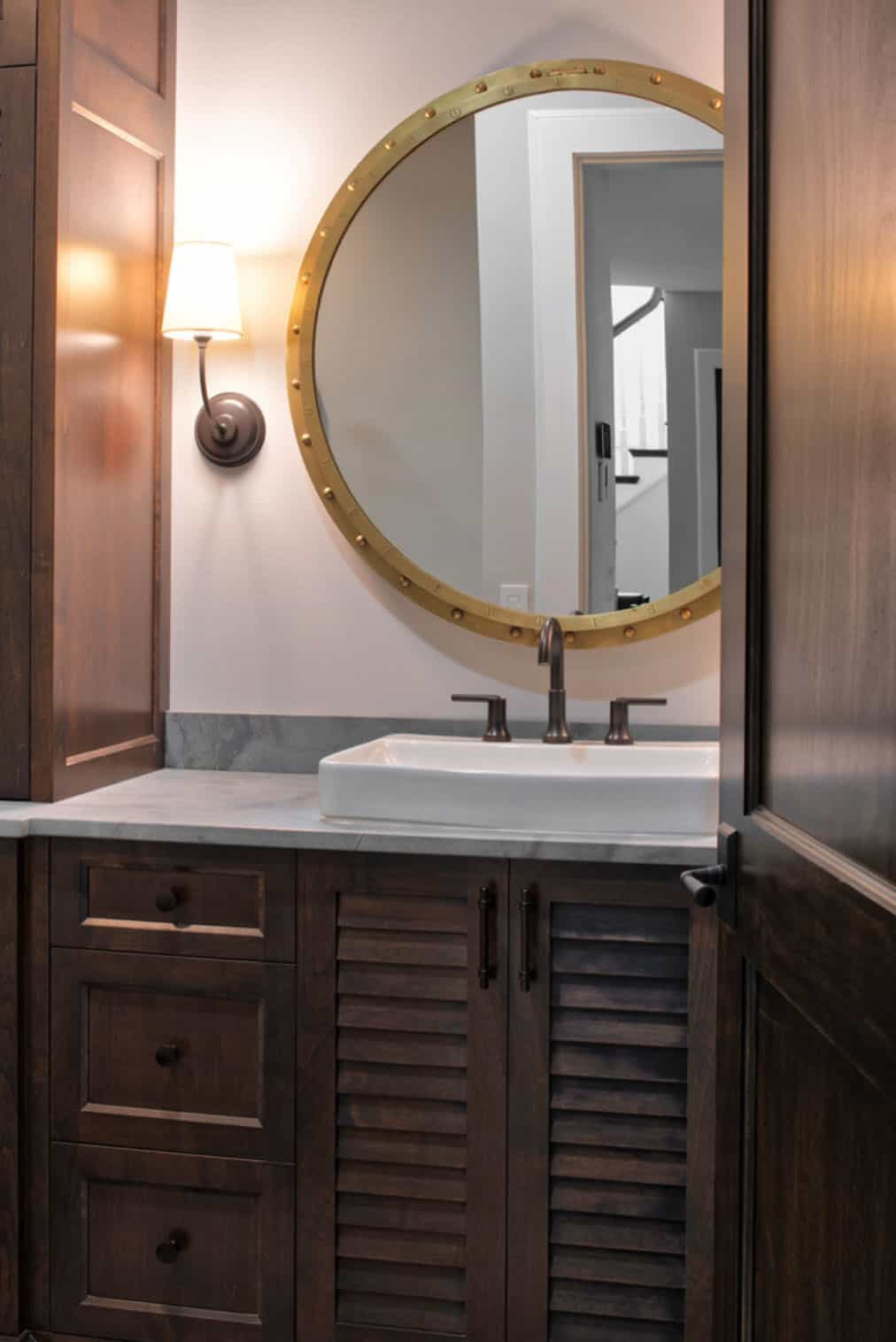 beach-style-basement-guest-bathroom