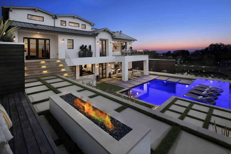 contemporary-beach-style-home-exterior