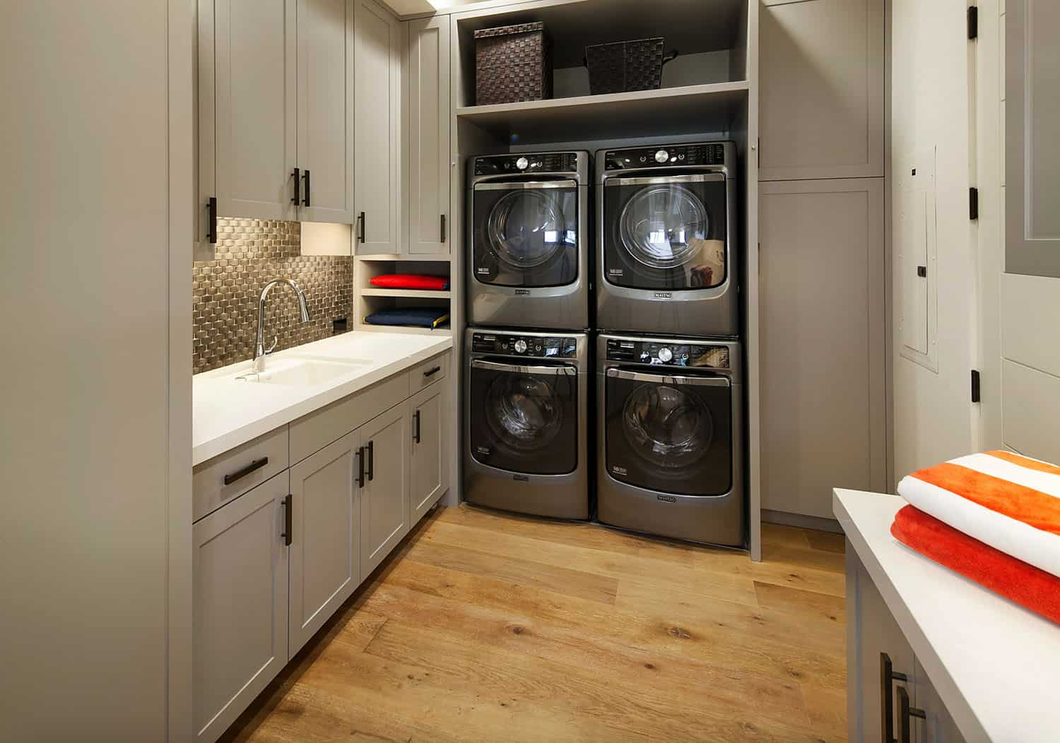 contemporary-laundry-room