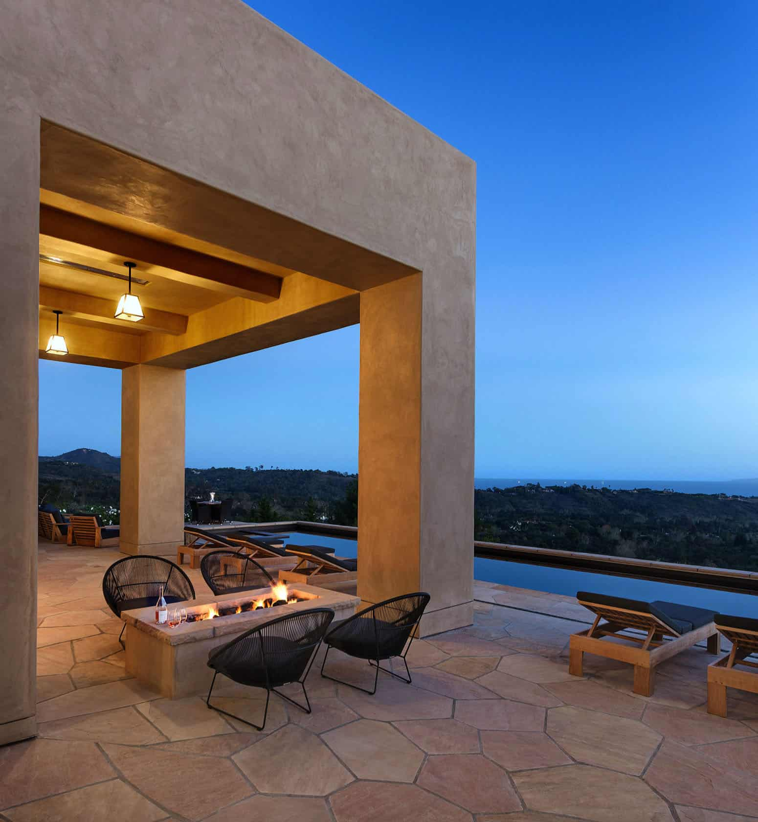 contemporary-hilltop-residence-patio