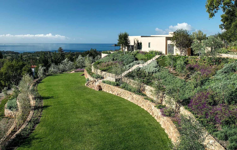 contemporary-hilltop-residence-landscape