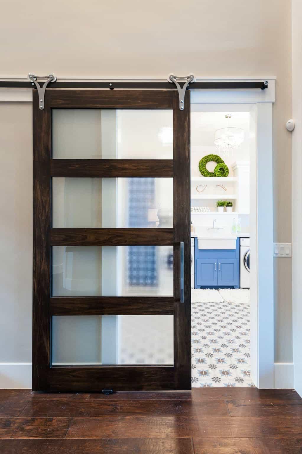 craftsman-sliding-barn-door-laundry-room