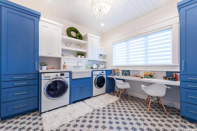craftsman-laundry-room