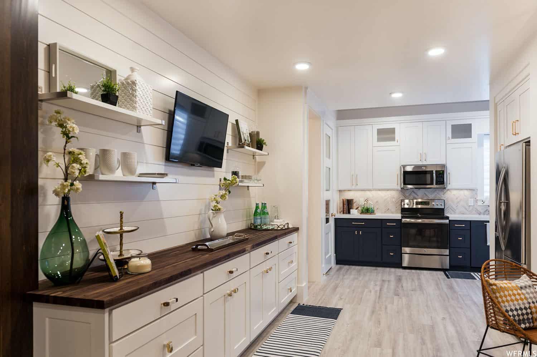craftsman-basement-home-bar