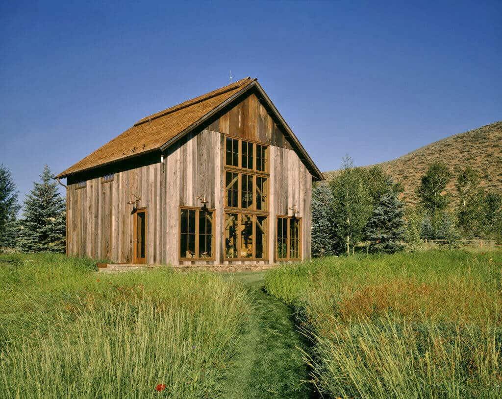 guest-barn-farmhouse-exterior