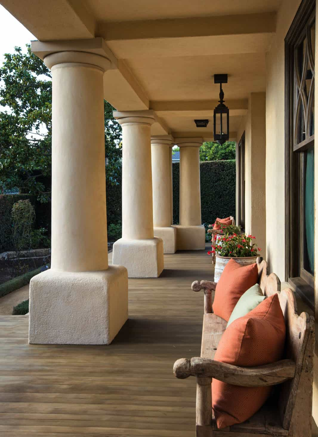 mediterranean-home-exterior-porch